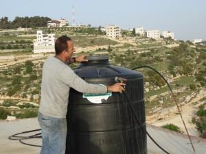 Al sanabel_ leau est rare chacun doit avoir son propre reservoir car elle est distribuee seulement un jour par semaine